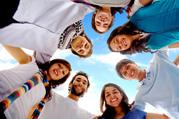 Для рекламных акций и промоакций требуются молодые люди.